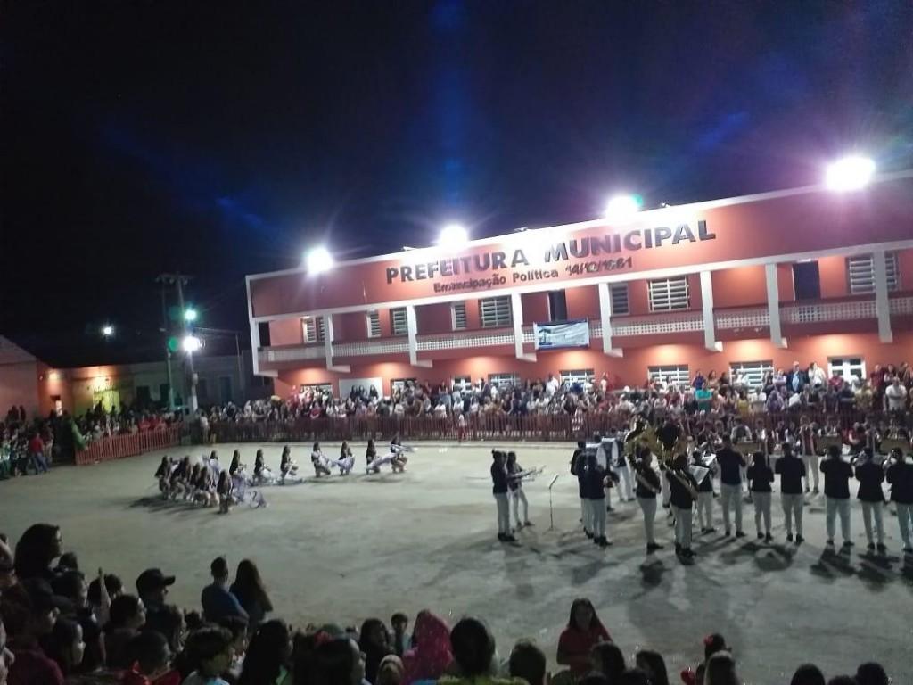 Prefeitura de Barra de São Miguel realiza Desfiles Cívicos