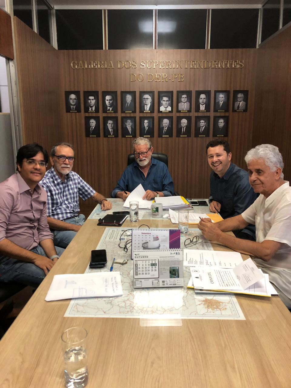 Prefeito João Batista participa de reunião no DER-PB e faz solicitações de melhorias em estradas