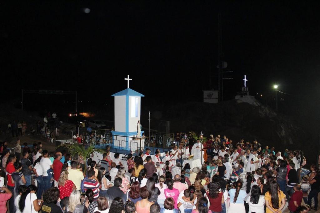Em Barra de São Miguel multidão acompanha entrega da revitalização do Cruzeiro e monumentos
