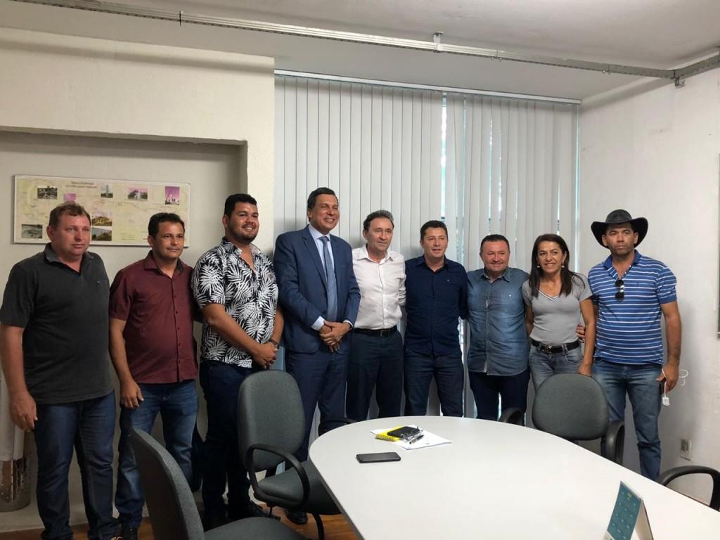 Prefeito João Batista reúne comitiva e vai a João Pessoa em busca de melhorias para o município